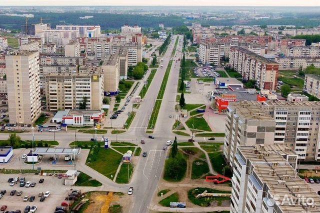 Продается четырехкомнатная квартира за 2 750 000 рублей. Каменск-Уральский, Свердловская область, улица Суворова, 35.